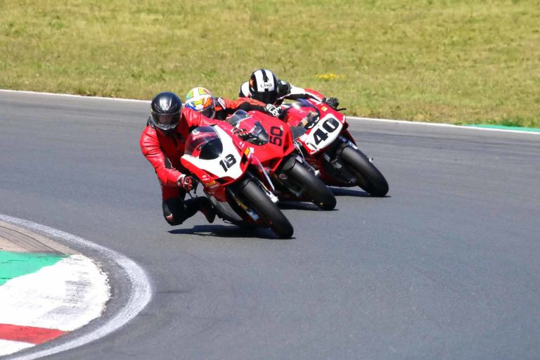 Ducatis auf Rundkurs