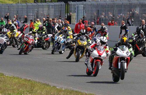 Start eines Motorradrennens